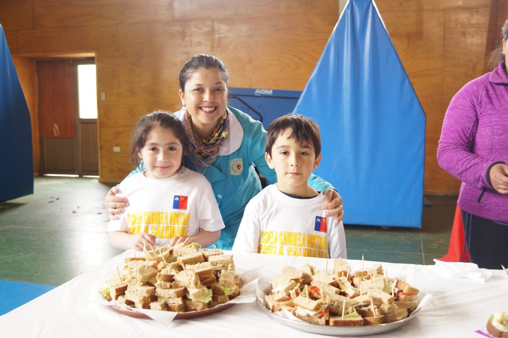 Escuela Gabriela Mistral promueve buenas prácticas con Feria saludable