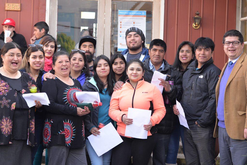 """Primera generación del programa municipal """"Educación para adultos y jóvenes"""" de Islas Huichas rindió PSU"""