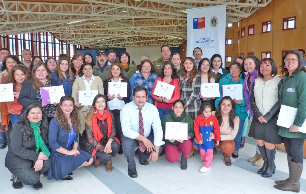 32 dirigentas/es sociales en Puerto Aysén fueron certificadas/os como monitoras/es en prevención de violencias