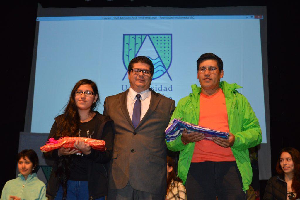 Alumnos de liceos municipales de Aysén reciben distinción al mérito académico