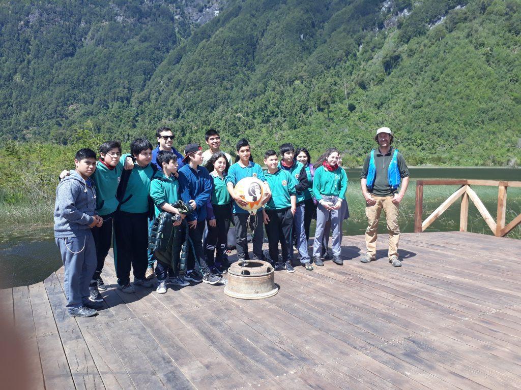 Escuela poetisa Gabriela Mistral y CIEP instalan instrumento científico en laguna Los Coipos