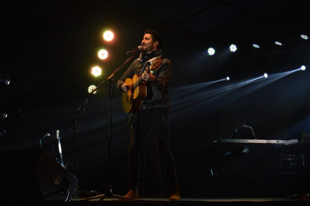 Más de 5000 personas disfrutaron del romanticismo de Alex Ubago en Puerto Aysén