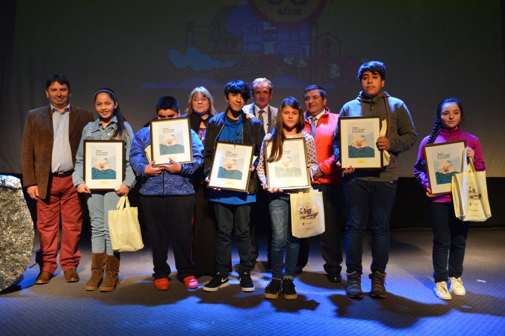 """Con desfile y lanzamiento de libro """"Aysén en los tiempos de mi abuelo"""" finaliza aniversario de Puerto Aysén"""