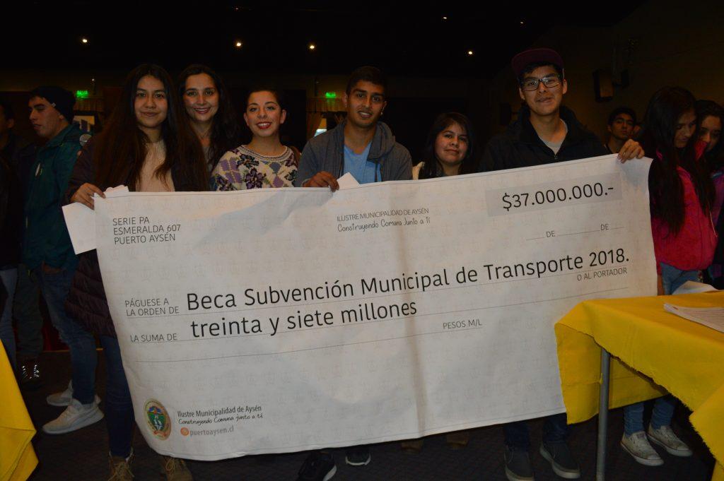 Municipio de Aysén entrega Subsidio de Transporte a 250 estudiantes de Educación Superior