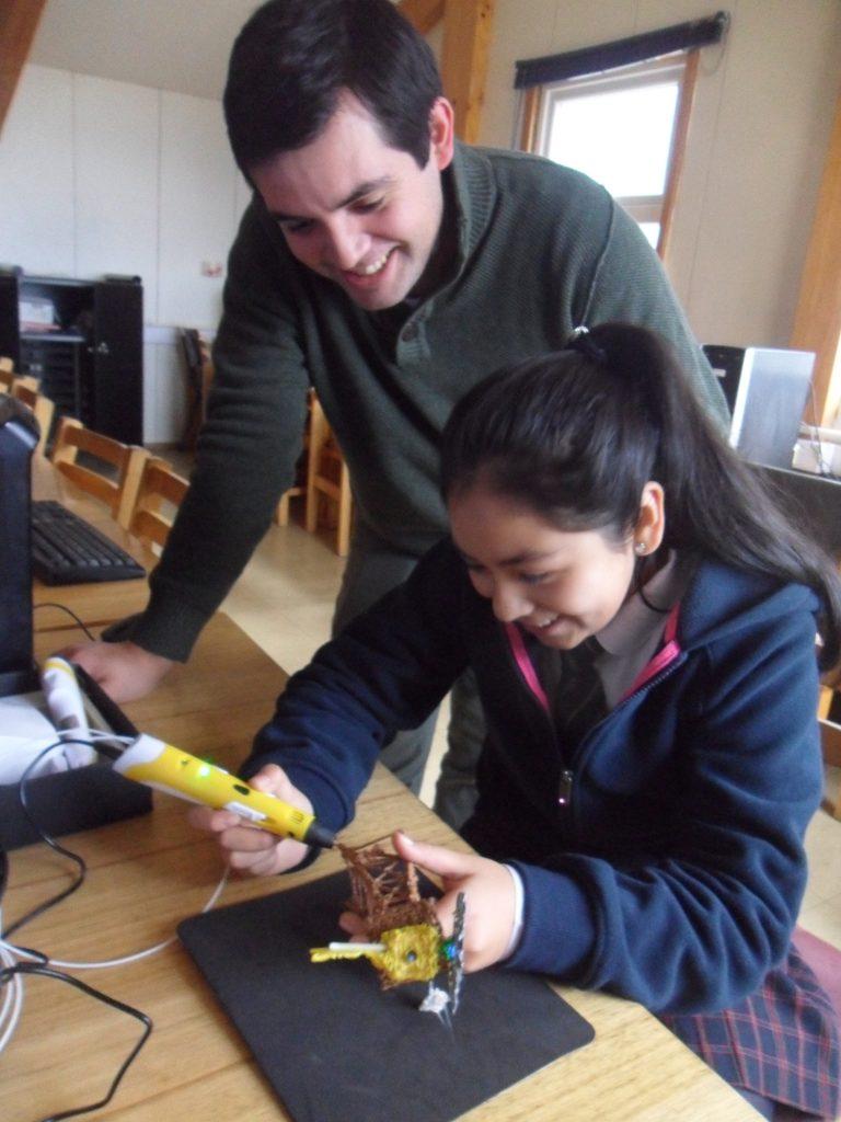 Destacado docente de la Escuela Litoral Austral se convierte en el único representante chileno en conformar Red de escuelas Mentoras de Microsoft latinoamericana