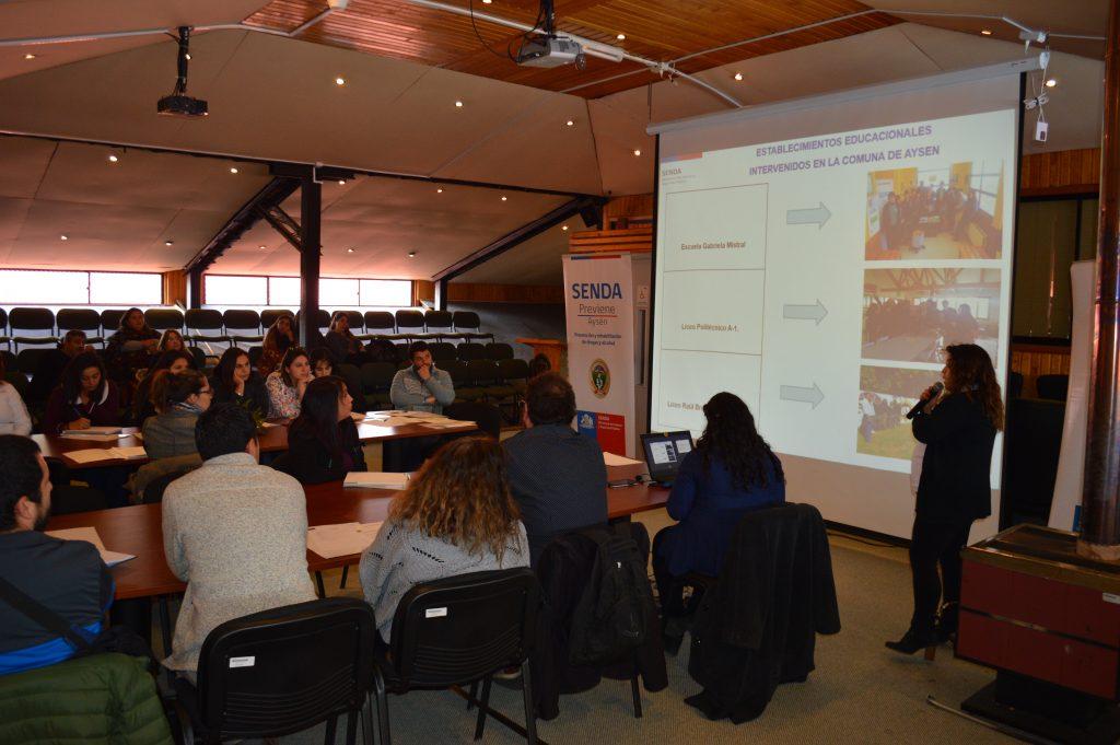 Senda Previene realiza capacitación para prevenir, derivar y tratar el consumo de alcohol y drogas en comuna de Aysén