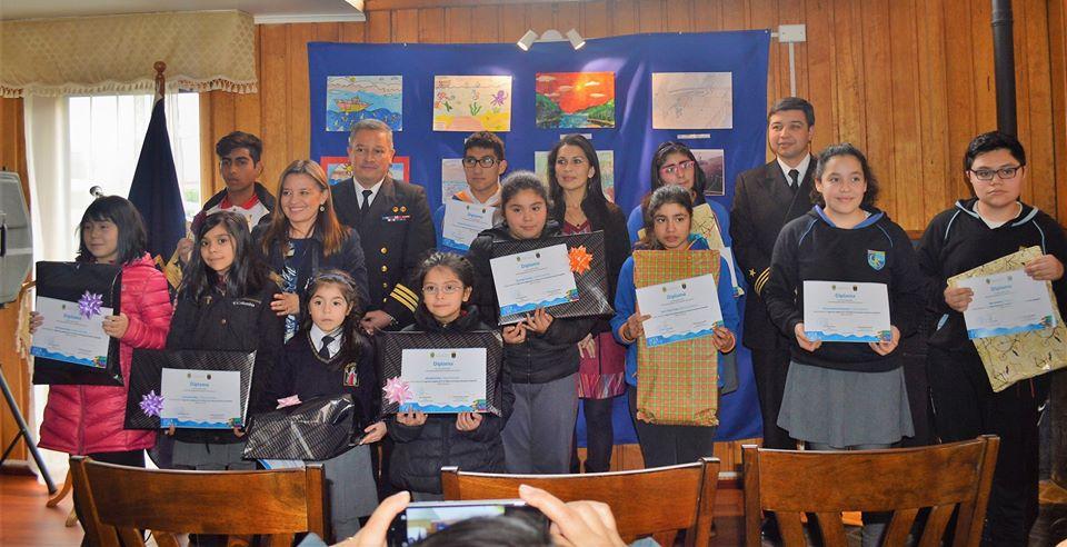 """Armada de Chile y Municipalidad de Aysén premiaron a ganadores de concurso """"Aysén, el mar y yo"""""""