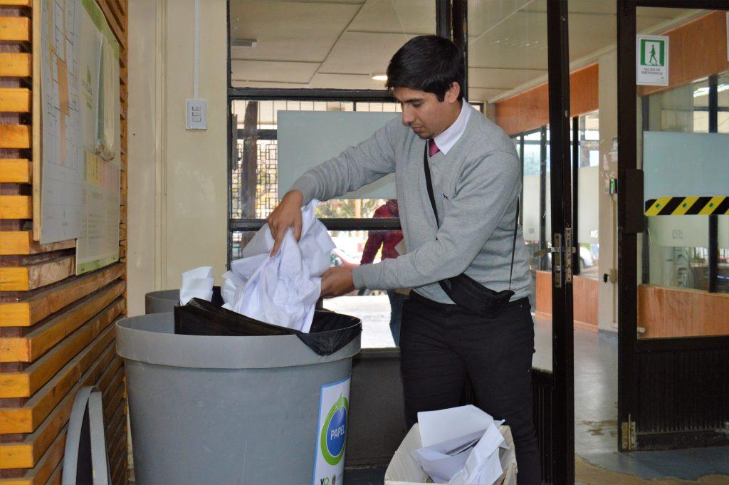 Municipalidad de Aysén impulsa campaña de reciclaje entre sus funcionarios