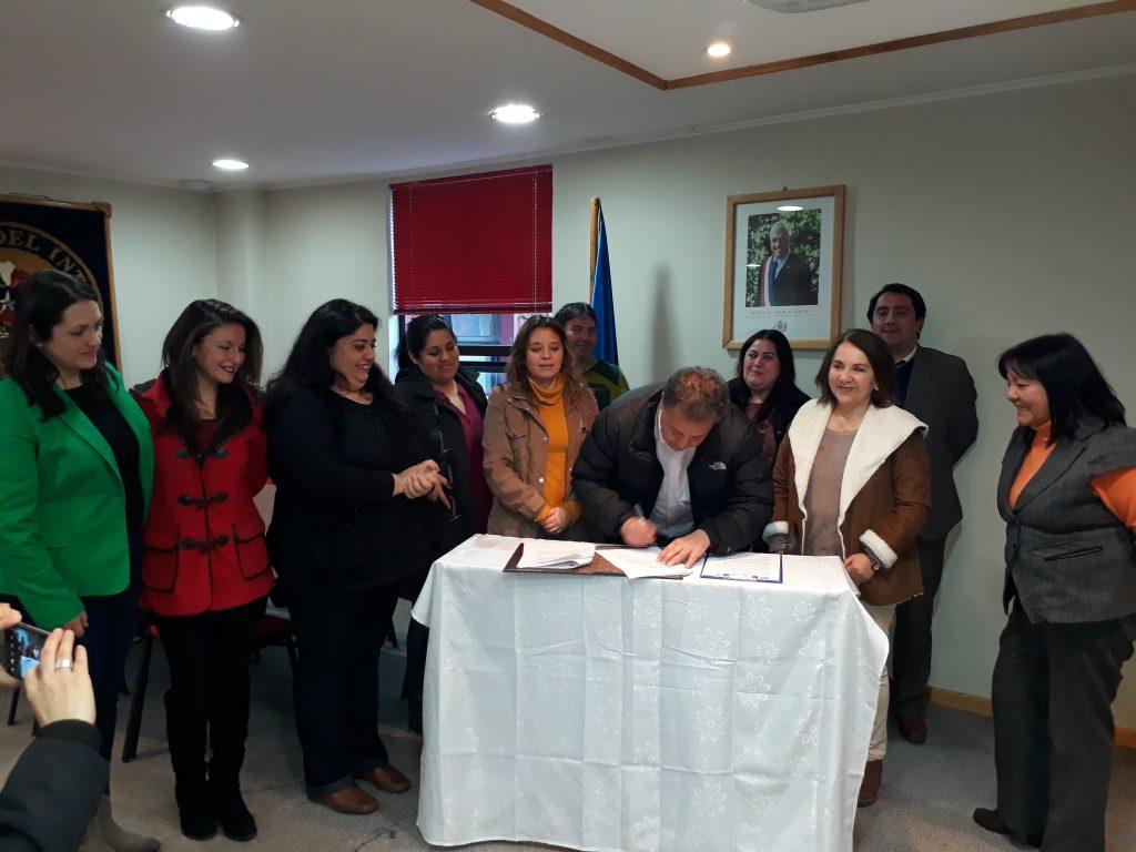 Convenio entre Gobernación y Municipalidad de Aysén mejorará cobertura de Centro de la Mujer Naa Alveré