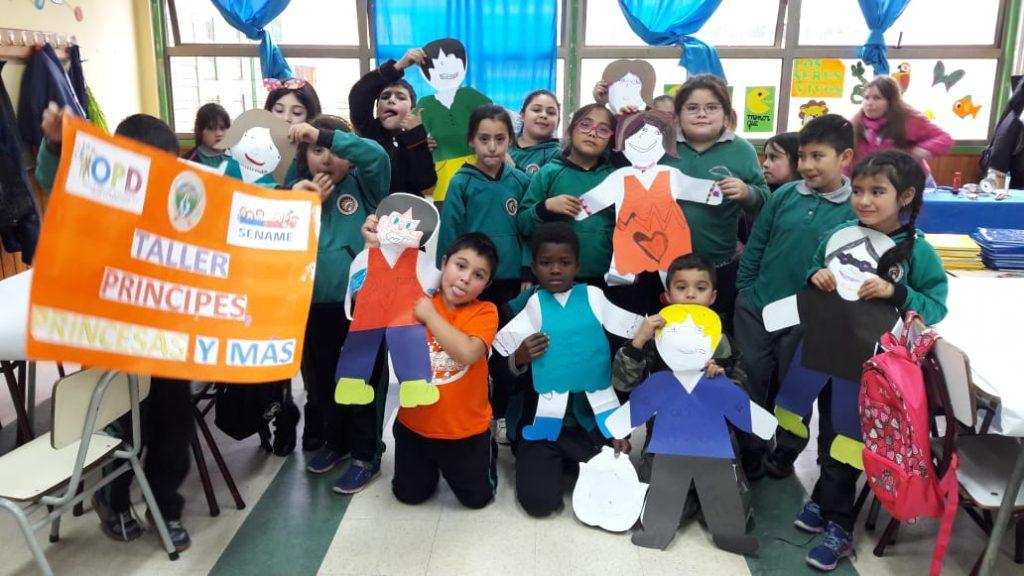 """Taller """"Príncipes, princesas y más"""" se realiza en establecimientos educacionales de la comuna de Aysén"""