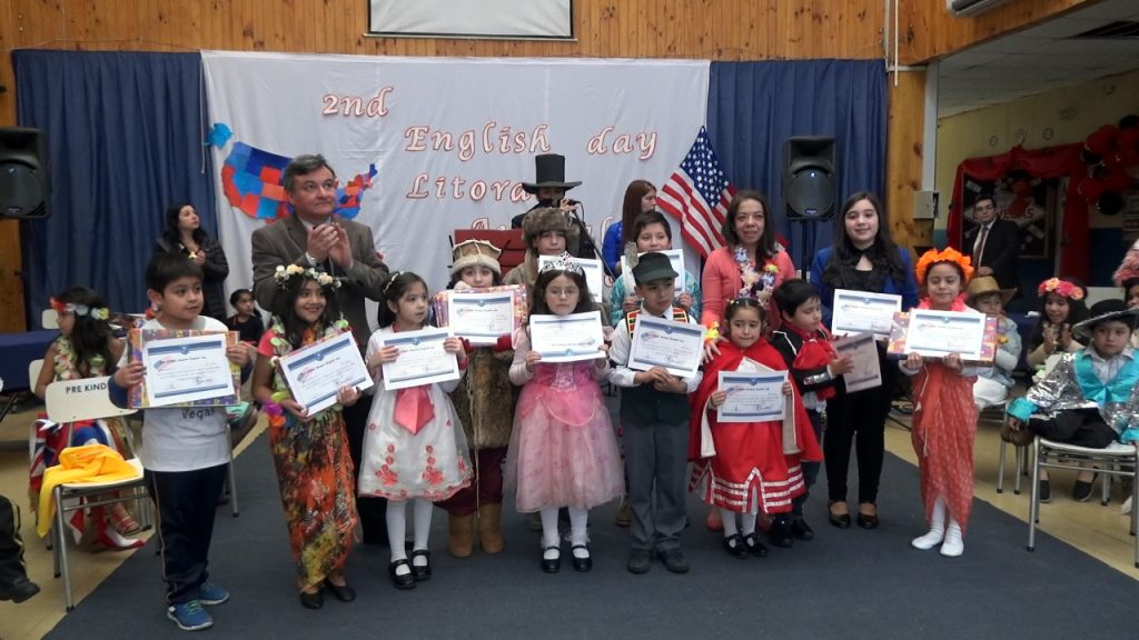 Día del inglés fue celebrado por alumnos de escuela Litoral Austral