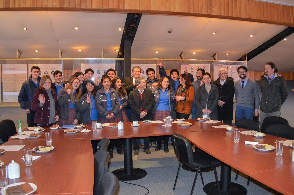 Alumnos de 4° medio de Liceo Politécnico realizarán pasantía en Canadá