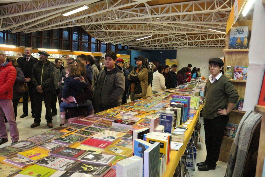 """Waldo Parra y su libro """"Masones y Libertadores"""" se presentó en la XVII feria del Libro de Puerto Aysén"""