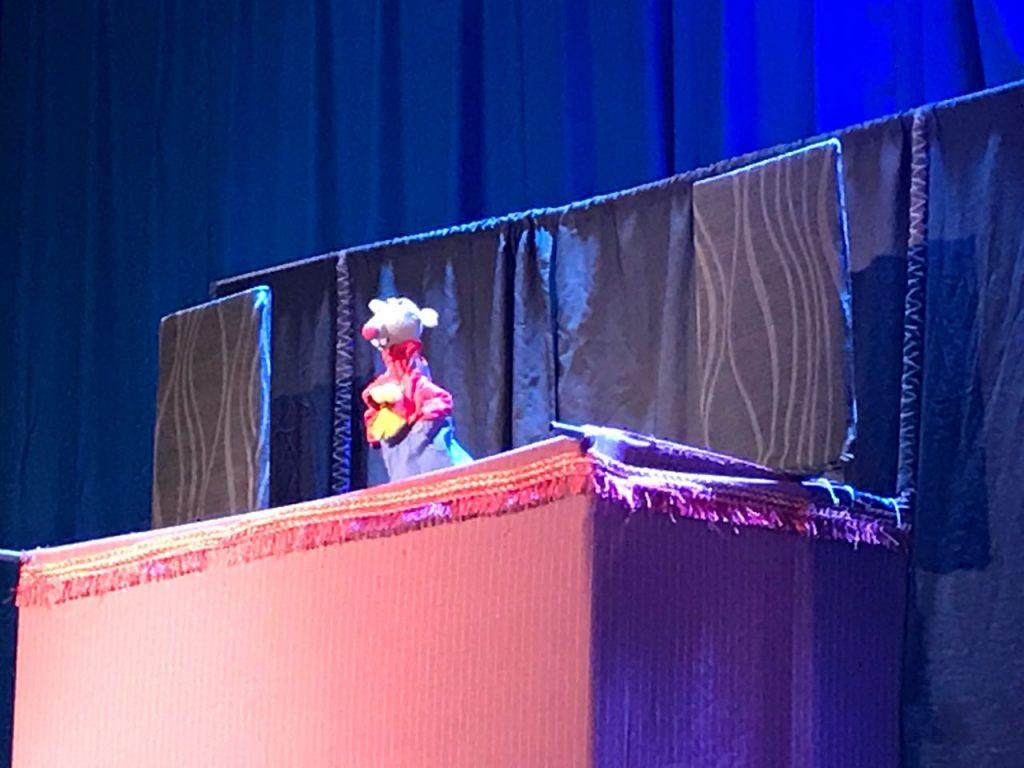 Municipalidad de Aysén y Senda Previene fortalecen factores protectores con obra de teatro infantil