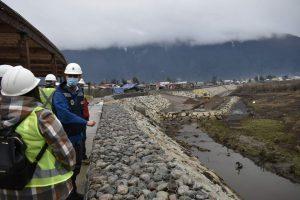 CORES de la provincia de Aysén visitan junto al alcalde Martínez avance de Enrocado Costanera Condell