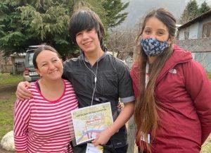 Destacan a estudiantes de Villa Mañihuales tras participación en exposición de fotografía rural