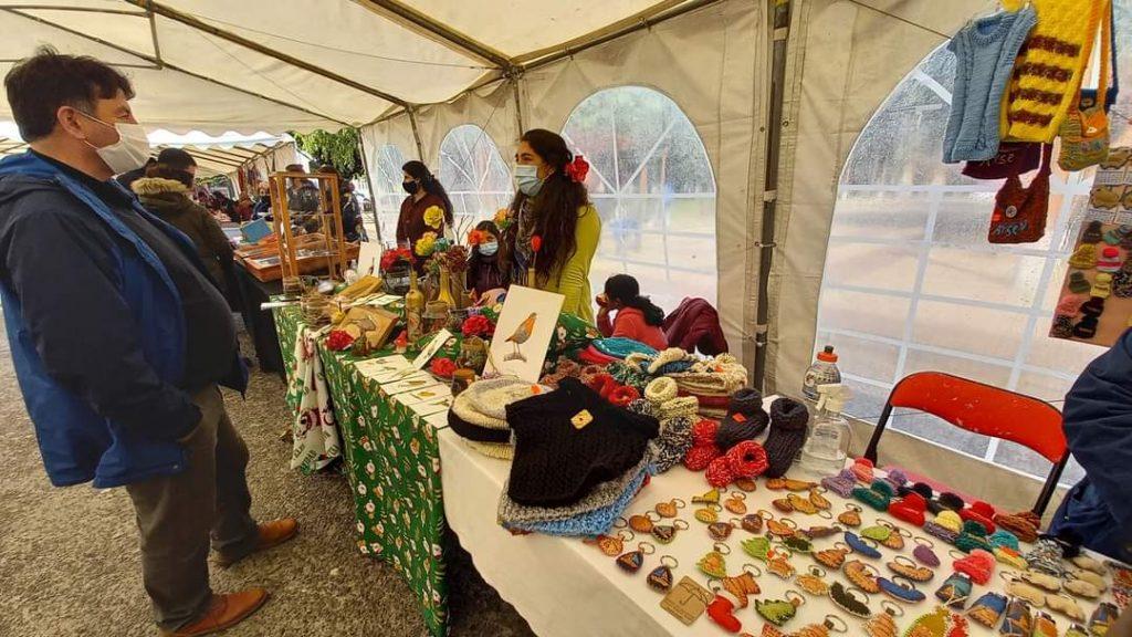 Exitosa feria productiva convocó a más de veinte emprendedores locales en Puerto Aysén