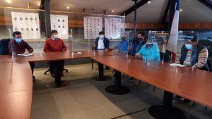 Alcalde de Aysén y Seremi de MOP abordan camino de acceso e instalación de puente mecano para sector Lago Portales