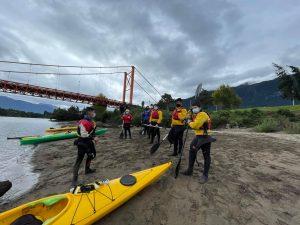 DEM Aysén continúa impulsando actividades para jóvenes con programa Pingüinos al agua
