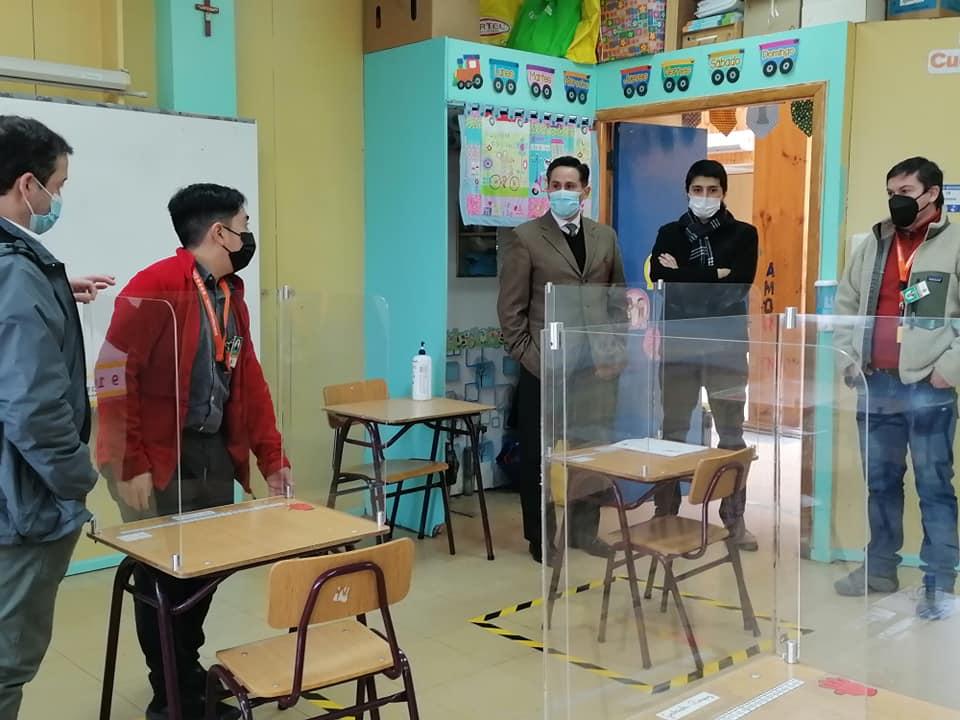 Autoridades ayseninas recorren escuelas municipales para conocer todos los protocolos previo inicio del segundo semestre académico