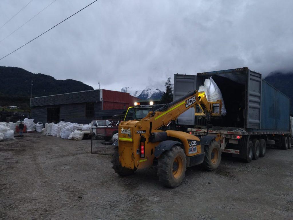 Campaña Aysén Elige Vidrio consigue despachar 20 toneladas de residuos en su tercer envío a Santiago